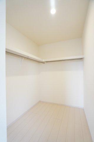 【同仕様施工例】2階9帖 お洋服もしわにならずたっぷり掛けられます。