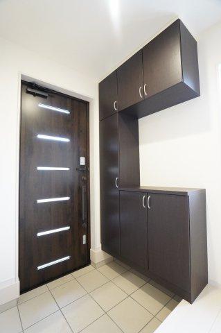 【同仕様施工例】玄関はおうちの顔です!ダークカラーでスタイリッシュな玄関です。