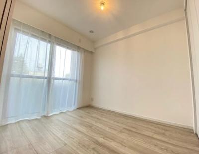 マイキャッスル新宿落合の約4.3帖の洋室です。