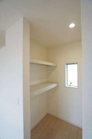 【同仕様施工例】2階8帖 窓があるので換気ができます。