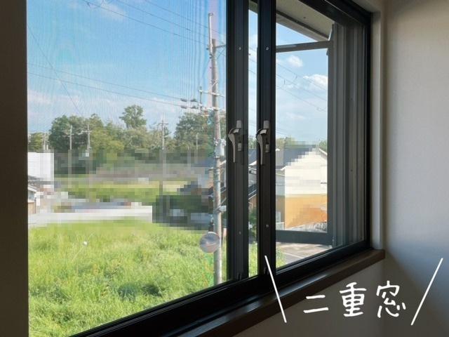 2重窓なので、断熱効果・防音効果ありますよ(^^)v