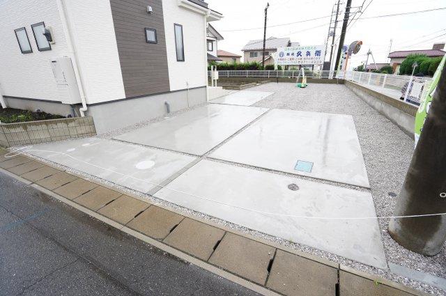 【同仕様施工例】駐車場整備されているので駐車もラクラクです。