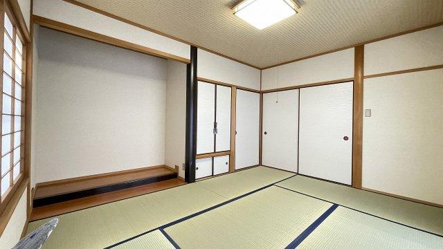 和室は床の間もある本格派。 くつろぎのスペースとしても、客間としても活躍しそう