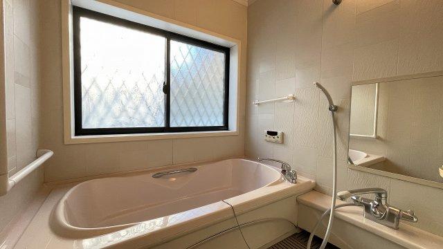 浴室は既存品ですが、十分つかえます。リフォームのご相談もココハウスまでお気軽にどうぞ!