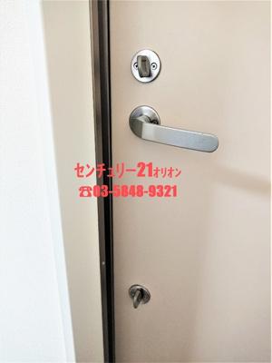 ダブルロックドアの玄関です