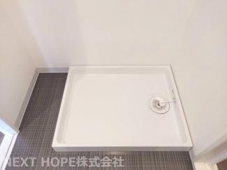 洗面室には新品の洗濯機置き場がございます♪