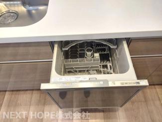 キッチンには食器洗乾燥機が設けられております♪忙しい奥様の強い味方ですね(^^)