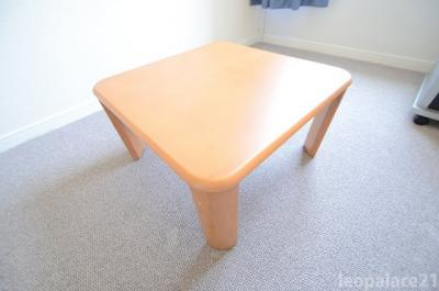 備え付けの机になります。