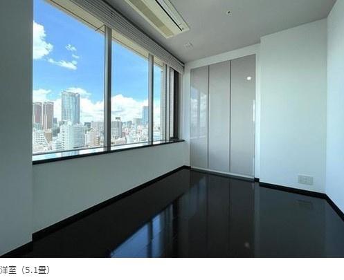 パークコート麻布十番ザタワー:約5.1帖の洋室にはクローゼット・窓が付いております!