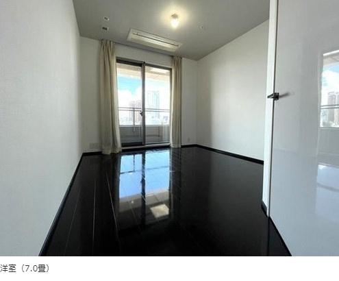 パークコート麻布十番ザタワー:約7.0帖の洋室にはウォークインクローゼット・窓が付いております!