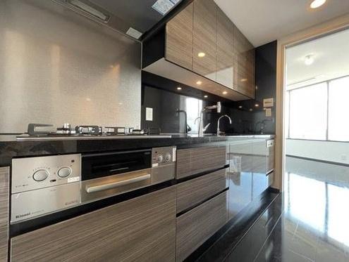 パークコート麻布十番ザタワー:あると便利な食器洗浄機付きのシステムキッチンです!