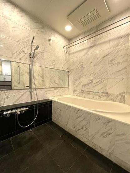 パークコート麻布十番ザタワー:雨の日のお洗濯ものを干すにも便利な浴室乾燥機・追い焚き機能付き浴室です!