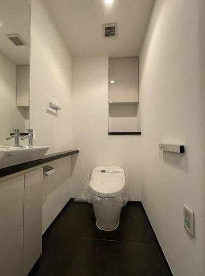 パークコート麻布十番ザタワー:ウォシュレット機能付きタンクレストイレです!