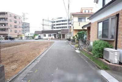 【前面道路含む現地写真】所沢市上新井2丁目 全2棟 2号棟