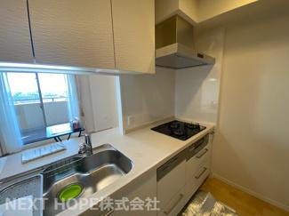 対面式システムキッチンです♪収納も豊富で使い勝手がいいキッチンです(^^)食器洗乾燥機付きで食後はゆとりの時間が生まれます♪