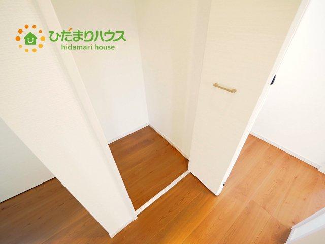 家族みんなで共同で使える便利な廊下収納!