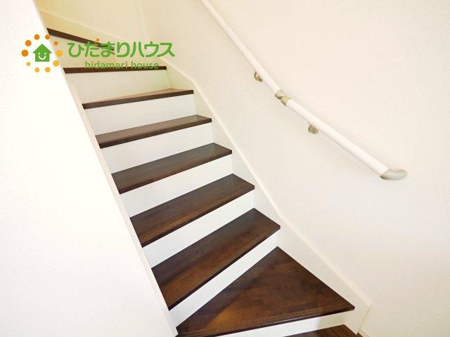 手すり付き階段で安心!
