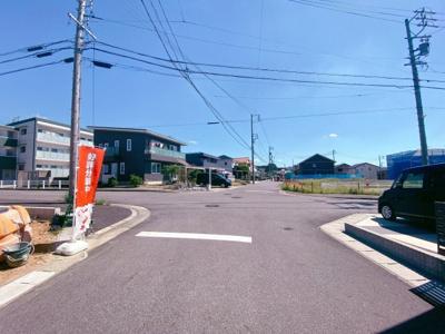東側約12m道路は9号棟のみ面しています。
