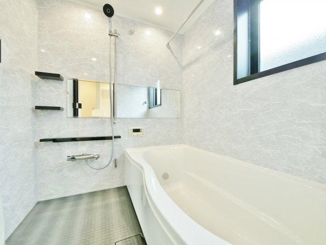 洗面室もスタイリッシュで明るい空間に♪♪ 毎日使い場所だからこそ明るく快適に仕上げました