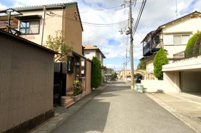 東側道路の接面は約11.5mと広く、お家の存在感が大きい外観になっています。