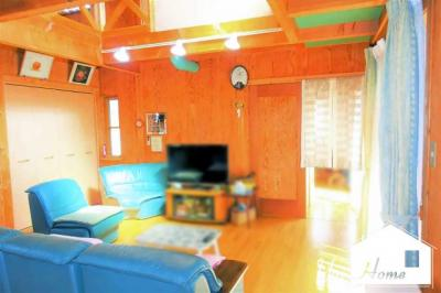 LDKは開放感たっぷりの吹抜けで21帖もある広いスペースですヽ(^。^)ノ全室に収納があり玄関には3帖の納戸もあるのでお部屋が更に広く使えます。