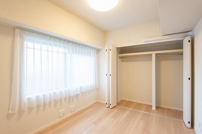 洋室約4.7帖 各居室クローゼットがございます