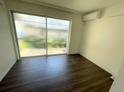 洋室にはエアコンを完備しております。