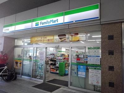 ファミリーマート越谷駅前店まで500m