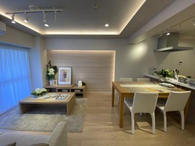 西向きリビング 対面式キッチン エアコン新規設置(リビング)