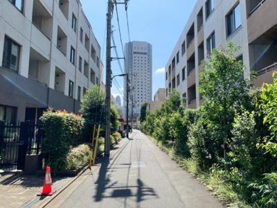 前面道路(2021.9.24撮影)。