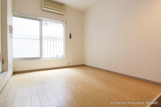 居住中のため別部屋参考写真になります。