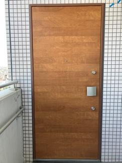 なんと勝手口もダブルロックのドアです