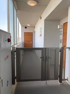 11階でエレベーターを降りるとすぐにペントハウスのポーチです