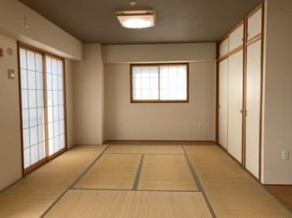 久々に見ました8帖+板の間付きの広々和室 掃き出し窓も小窓も内障子付き