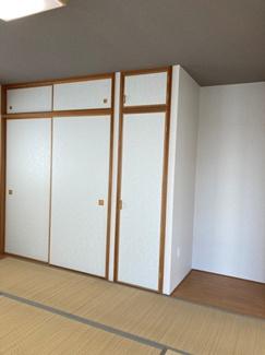 一間の押し入れ+半間の物入それぞれ天袋付き 床の間もあります