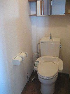温水洗浄便座付きトイレです