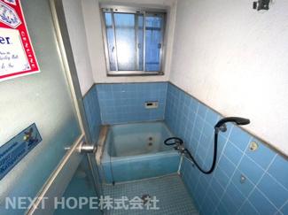 浴室です♪窓もあるのでカビ対策も出来ますね(^^)