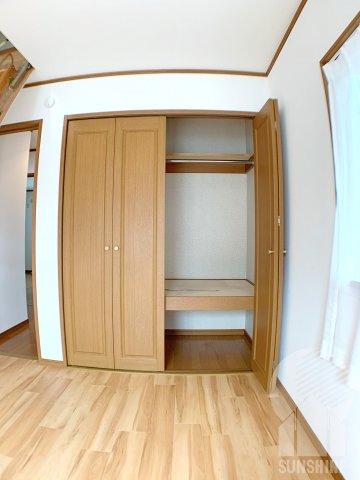 【2階の1部屋目】東側6.0帖洋室の大きな収納スペース!奥行もあります!