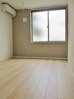 6.9帖のきれいな洋室。