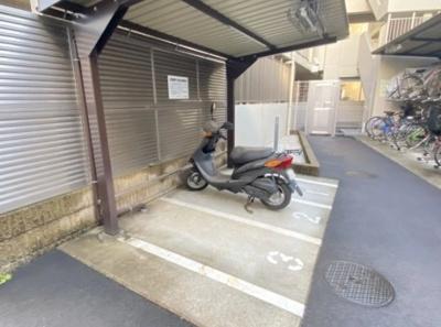 パレステージ青井ナチュラコートのバイク置き場です。