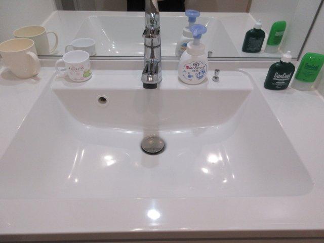独立洗面台、朝の身支度には欠かせません。