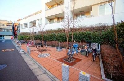 レジデンシャルステート北綾瀬パークビューの駐輪場です。