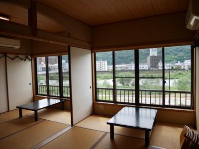 2階座敷(吉井川の景色がきれいです)