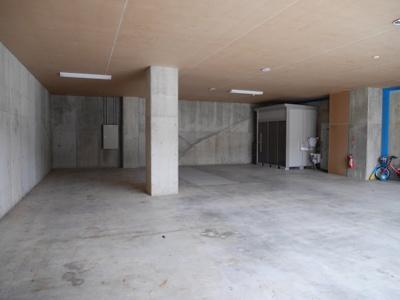 駐車場兼倉庫