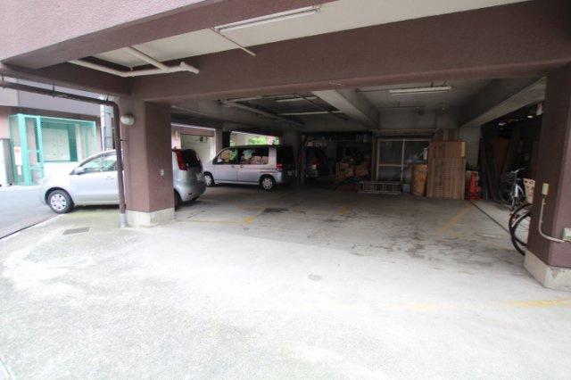 1階が駐車スペースです
