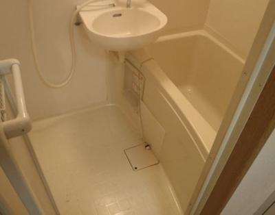【浴室】駅徒歩約1分!!学生マンションとしても需要の見込まれる物件!
