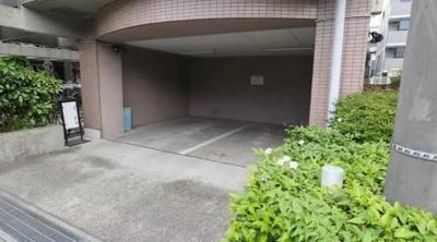 グランヴェルジェ蓮根の来客用駐車場です。