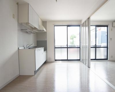 キッチンとリビングをつなげて広く使う事も可能です