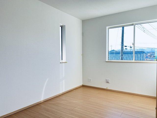 【同仕様施工例】2階 南向きで採光・通風のよいお部屋です。