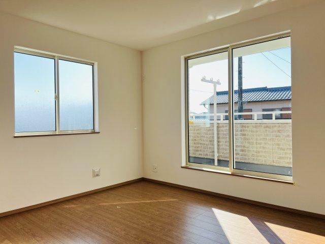 【同仕様施工例】2階 全居室南向きのお部屋です。日中の陽の光を感じ暖かいお部屋です。